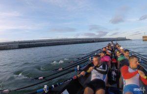 Entrenamiento del equipo de remo Urdaibai en el puerto de Bermeo