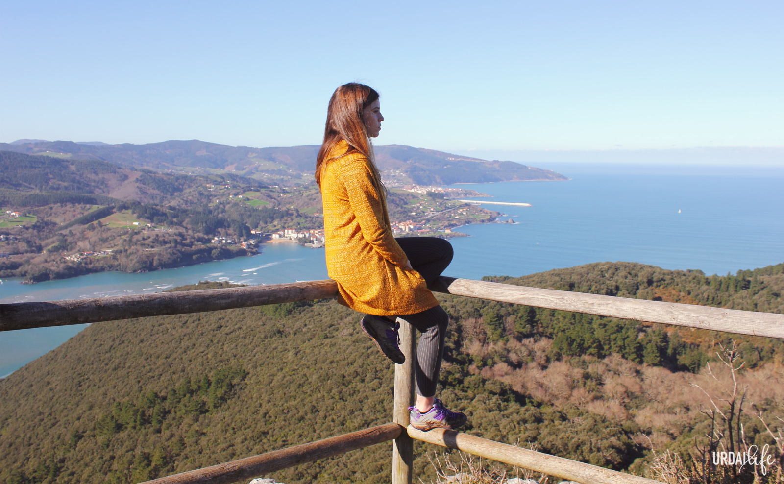 Mirando la panorámica desde San Pedro Atxarre, en Urdaibai
