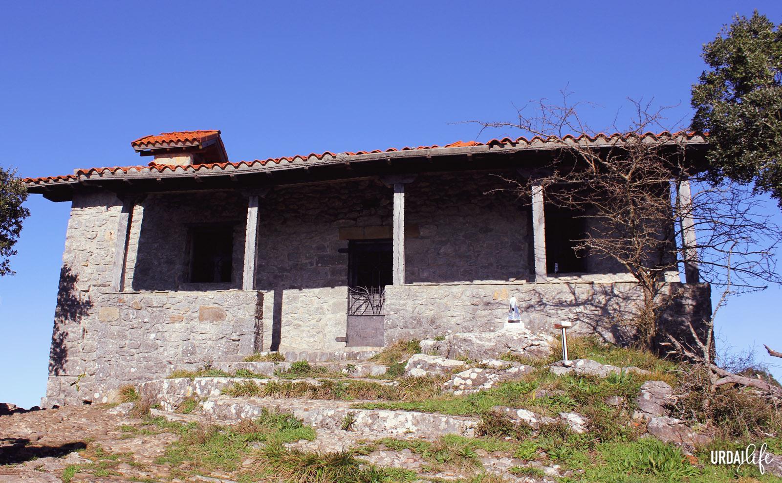 Ermita de San Pedro Atxarre, en Ibarrangelu