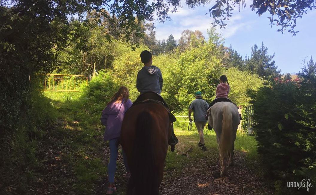 Rutas con niños a caballo con Elantxobeko Zaldixek