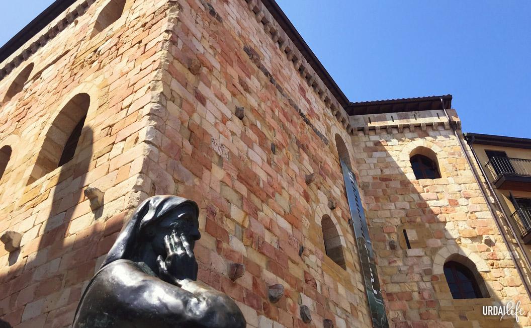 Museo del pescador y escultura de Enrike Zubia. Bermeo