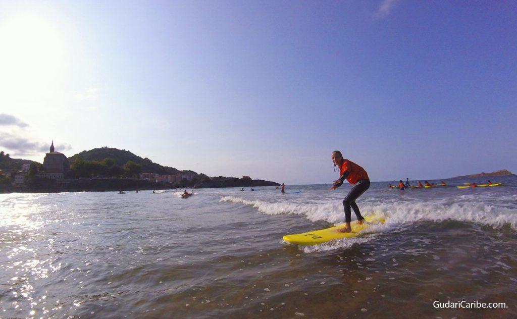 Surf en Mundaka con Gudari Caribe, actividad en Mundaka