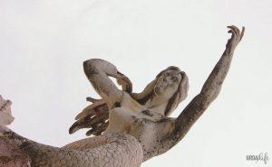 Escultura de Xixili señalando al mar, en Bermeo