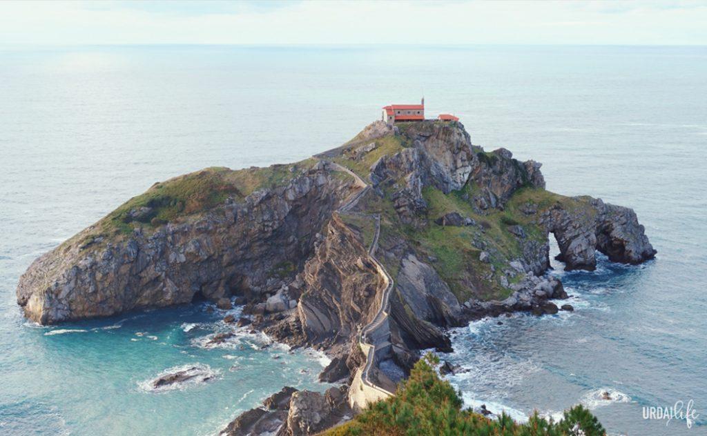 San Juan de Gaztelugatxe, una ermita sobre el mar en el Pais Vasco
