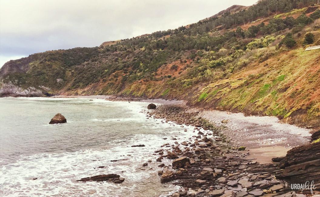 Playa de Arribolas desde San Juan de Gaztelugatxe, en Bermeo